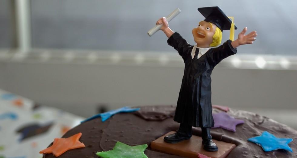 graduation-cake-guy