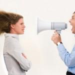 Datti spessore: il tono di voce deve essere sicuro (non arrogante!) e piacevole. Come l'abbigliamento e l'atteggiamento, anche il modo di parlare può influenzare chi ascolta.