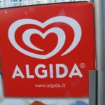 L'Algida fu fondata a Roma nel 1945 da Italo Barbiani, un ex lavoratore della Gelateria Fassi e da Alfred Wiesner. Il primo gelato prodotto dall'azienda fu il Cremino: un gelato alla panna ricoperto da cacao e sorretto da un bastoncino di legno. Attualmente l'Algida appartiene alla multinazionale anglo-olandese Unilever.