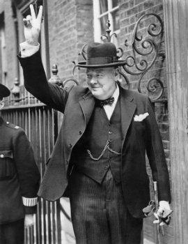 Il tatuaggio di Winston Churchill era semplice un ancora sul suo  avambraccio, forse realizzato durante i suoi anni passati in giro per il  mondo come