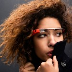 Per la prima volta disponibili agli sviluppatori a inizio 2013 sono sicuramente una delle invenzioni salienti dell'anno. Frutto di un progetto di ricerca Google gli occhiali presentano specifiche tecniche esaltanti: un display ad alta risoluzione, fotocamera 5 MP e videocamera 720p, audio a conduzione ossea, navigatore Gps, supporto WiFi e Bluetooth, 12 Gb di memoria utilizzabile. I Google Glass saranno presto disponibili al pubblico a inizio 2014. Noi vi avevamo mostrato il video qui e ne avevamo parlato qui.
