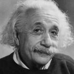 La relatività generale è essenziale per capire le origini, la struttura e il termine ultimo dell'Universo. Descrive l'interazione gravitazionale non più come azione a distanza fra corpi massivi, come era nella teoria newtoniana, ma come effetto di una legge fisica che lega distribuzione e flusso nello spazio-tempo di massa, energia e impulso con la geometria (più specificamente, con la curvatura) dello spazio-tempo medesimo. Anche gli Italiani vi contribuirono: Einstein trovò il linguaggio e gli strumenti matematici necessari nei lavori di geometria differenziale di Luigi Bianchi, Gregorio Ricci-Curbastro e Tullio Levi-Civita.