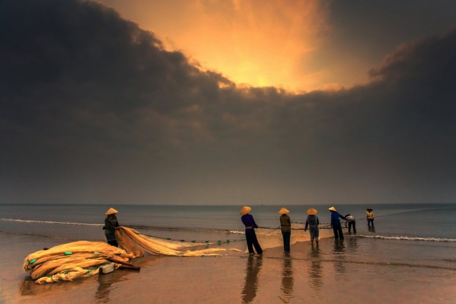 vietnam-morning-fisherman-by-trinh-xuan-hai