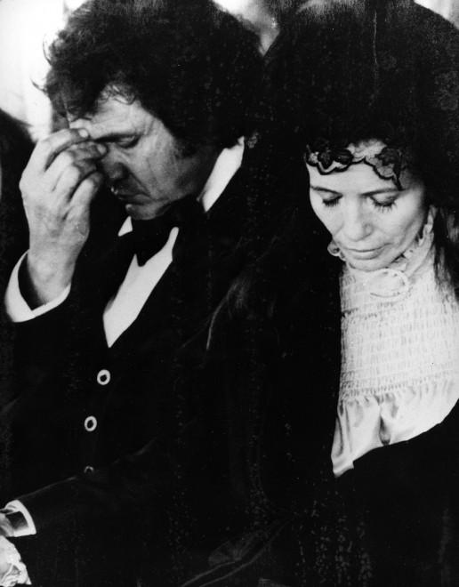 Johnny Cash e June Carter al funerale della madre di June a Hendersonville, Tennessee, nel 1978 (AP Photo)