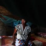 Mymona, 28 anni, viene dalla regione delle Montagne Nuba, nella stato di South Kordofan, in Sudan. Lo stato è rimasto parte del Sudan dopo la secessione del Sud di tre anni fa, e mentre il conflitto ribolle lungo i confini contesi, è stato il teatro di bombardamenti e feroci scontri tra i ribelli e l'esercito sudanese. Maymona fuggì per Juba, la capitale del Sudan del Sud. Ora vive lì con altre persone della sua stessa regione. Ha tre figli, tutti a scuola in Kenya, il cui padre si è risposato a Nuba. Maymona studia Educazione all'Università, ed è al secondo anno.