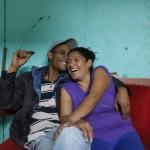"""Michael Telleria lasciò Cuba quando aveva soltanto 6 anni. I suoi parenti, nella speranza di sfuggire al governo di Castro, erano tra i 10.000 cubani che si riunirono nell'ambasciata peruviana dell'Avana nel 1980, in cerca di asilo. Telleria ora vive a sud di Lima in un quartiere cubano che ha la reputazione di essere molto pericoloso. I suoi documenti da rifugiato non sono in regola, perché erano troppo costosi da rinnovare. Tuttavia, sopravvive vendendo caramelle sugli autobus. Nonostante abbia vissuto gran parte della propria vita in Perù, Telleria parla della propria identità cubana con grande emozione. """"E' qualcosa che voglio ancora fare"""" ha riferito in relazione ad una futura possibilità di tornare a Cuba, """"per adempiere all'etichetta di essere cubano."""""""