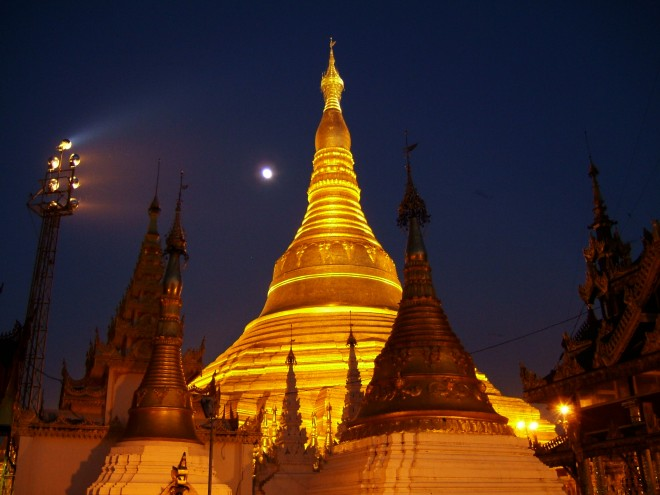 Sunset-Myanmar-Yangon-Shwedagon-Pagoda-01