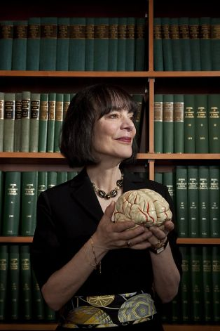 """the perils and promises of praise The perils and promises of praise in her article, """"the perils and promises of praise,"""" carol dweck provides a lot of research to prove her claims that student praised for being wise, which according to carol many educators belief that it will build confidence and further motivate students' to learn, is untrue, whereas students praised for."""