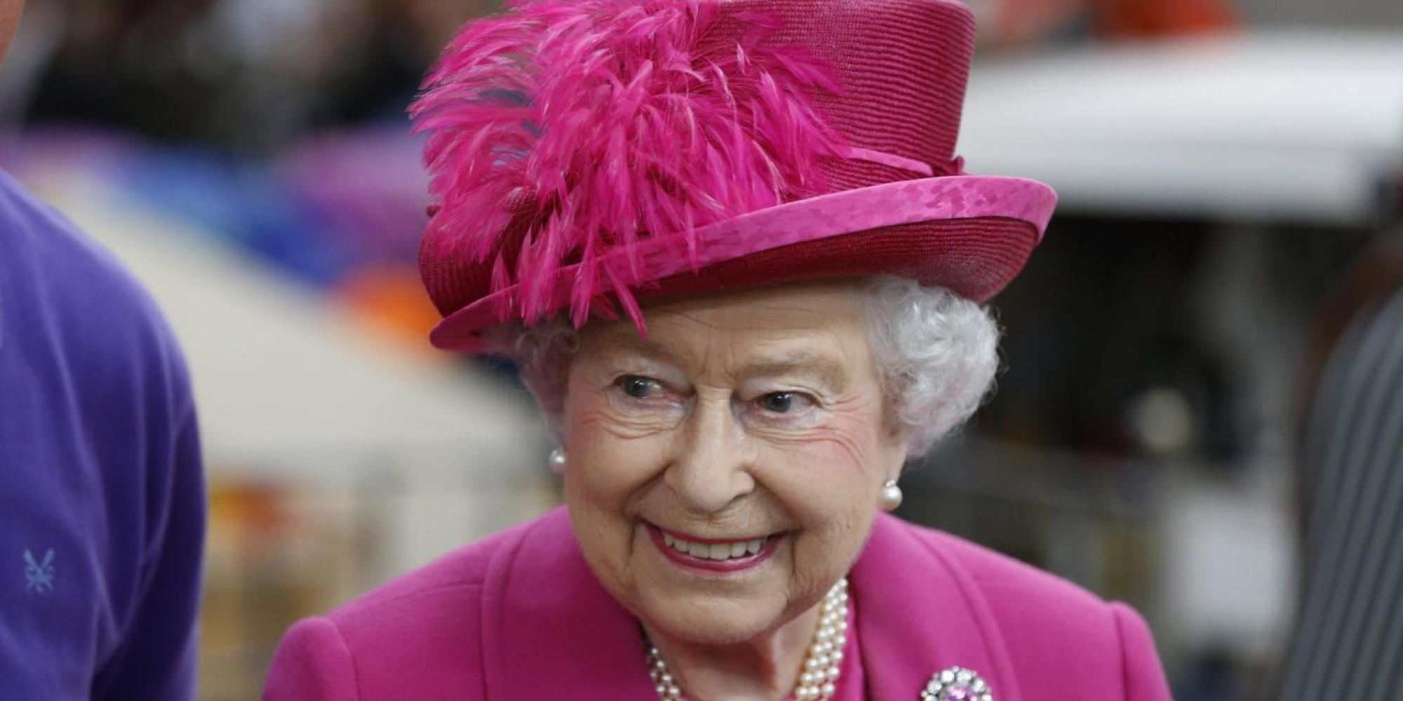La regina Elisabetta II e il duca di Edimburgo in visita al National Theatre al suo 50esimo anniversario