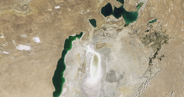 640px-Aral_Sea_Continues_to_Shrink,_August_2009