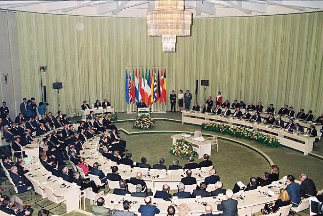 signature_of_the_treaty_of_maastricht_1993