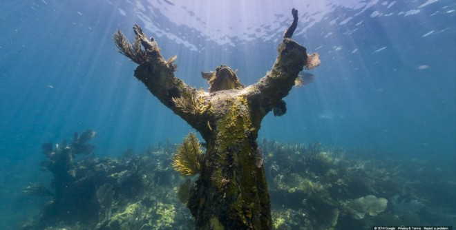 this-bronze-christ-of-the-abyss-statue-was-placed-on-the-sea-floor-of-the-florida-keys-in-1965