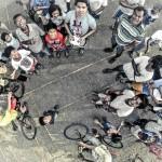 14) Un gruppo di persone a San Josè del Monte (Filippine)