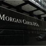 """JPMorgan Chase, una delle più famose banche al mondo, e da sempre ritenuta all'avanguardia per la sua sicurezza informatica, è stata vittima lo scorso giugno di un attacco informatico, che era stato scoperto solo un mese dopo. Il New York Times aveva confermato l'infiltrazione di 76 milioni di conti bancari di singoli e 7 milioni di conti di piccole imprese, ed era stato ipotizzato che la base operativa degli hacker potesse essere nel sud dell'Europa – non escludendo l'Italia. L'attacco era stato dichiarato essere """"tra i più devastanti della storia"""", anche se la banca americana aveva smentito l'enorme portata della storia, ma dati gli stretti collegamenti tra banche, borse valori e reti di carte di credito, la paura è che in un colpo solo possa portare ad un danno enorme nei confronti dell'intero sistema finanziario."""