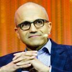 """Nato a Hyderabad (India) nel 1967, si è laureato in Ingegneria Elettronica e Comunicazione alla Manipal University. Assunto da Microsoft nel 1992, ha ricoperto diversi ruoli prestigiosi all'interno dell'azienda di Bill Gates, fino ad arrivare arrivare al 4 Febbraio scorso quando ha ricevuto l'incarico di CEO. La nuova linea dettata dal successore di Steve Ballmer è stata riassunta nel mantra """"mobile e cloud prima di tutto"""". Nadella ha infatti individuato in Windows, Office 365 e Azur i tre pilastri su cui Microsoft si concentrerà nei prossimi anni."""