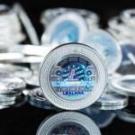 """Come il bitcoin, il litecoin è un'altra criptovaluta digitale, che ha conosciuto negli ultimi mesi un sensibile incremento di valore. Litecoin, che costituisce un ulteriore tipo di valuta peer-to-peer, basata su un progetto di software c.d. open source, potrebbe essere descritto come un sottoprodotto del bitcoin. I litecoins, infatti, sono basati sul medesimo protocollo della moneta digitale """"classica"""", ma anziché richiedere l'impiego di potenti elaboratori per la sovrintendenza delle transazioni, possono essere efficacemente estratti dai miners utilizzando computer standard, grazie agli algoritmi elaborati originariamente dal dott. Colin Percival per il servizio di backup online per Linux denominato Tarsnap, e altri sistemi operativi open source."""