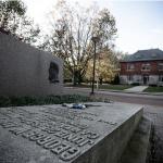 I fantasmi di Penn State preferiscono i luoghi di cultura ai dormitori. Una delle parti del campus più infestate è il teatro-auditorium Schwab. Qui numerosi fantasmi vengono a fare visita sulle scene,  e persino un defunto custode finalmente ha trovato l'occasione della ribalta. Nella Biblioteca, invece, ci si può imbattere in Betsy Aardsma, una studentessa il cui caso di omicidio non è stato ancora risolto.