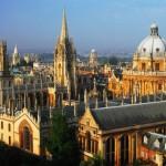 Al primo posto non poteva che esserci lei, la regina per eccellenza dei college universitari: Oxford. Che dire di più su questo campus se non quanto la sua atmosfera da fiaba, i parchi e giardini curati della medesima città, e la sua fama hanno già detto per secoli e secoli di storia. Un sogno.
