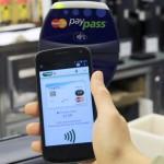 Pagamenti NFC, ovvero servizi di pagamento tramite smartphone. Google, Apple e CartaSì sono pronte a sostituire i cari vecchi portafogli.