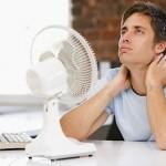 In un proprio studio, la Cornell University ha scoperto che la produttività nei proprio uffici diminuiva di oltre la metà (con un + 44% di errori) quando la temperatura si aggirava attorno ai 20 gradi. Alzare la temperatura dell'ambiente dove si lavora comporta una maggiore produttività, la vostra energia viene spesa per essere produttivi e non per farvi stare al caldo.