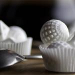 Questi oggetti sono stampanti 3D che, avendo ingredienti commestibili al posto dell'inchiostro, presto ci consentiranno di creare dolci e piatti molto belli, tanto da far invidia ai migliori cake designer.