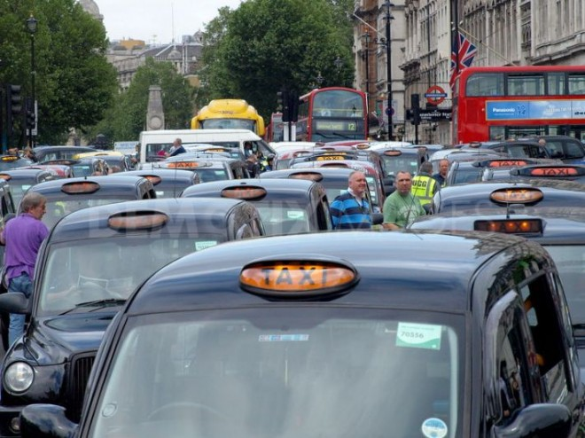 1342615115-1000-cabbies-paralyze-london-traffic-in-olympic-protest--london_1340655