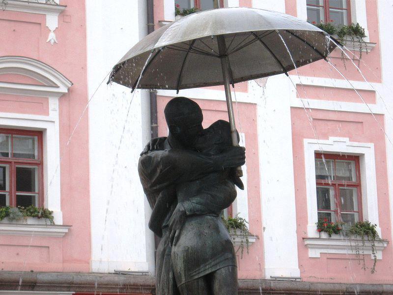 Fontana degli studenti che si baciano a Tartu, Estonia
