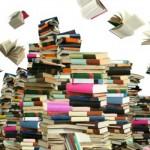 I libri non devono ancora fare grandi sforzi per vincere la guerra ai cugini digitali. Oggi si possono comprare ovunque, non solo nelle librerie e rimangono ancora tra i regali più gettonati. Un libro è un ricordo e quando arrivi alla fine di un tomo da mille pagine, un libro è anche una grandissima soddisfazione. Tuttavia gli analisti prevedono che un giorno non molto lontano le case editrici cesseranno di stampare e lasceranno che gli e-book vadano alla conquista del mondo. Indubbiamente un grandissimo vantaggio per l'ambiente e per chi ama leggere sempre e ovunque ma che dovrà abbandonare la vecchia abitudine di scegliere il segnalibro adatto o quella, molto meno igienica, di inumidire il dito per cambiare pagina.