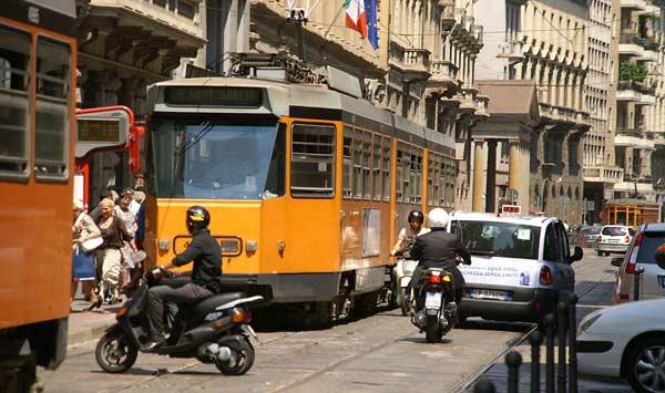 2-tram-traffic