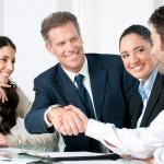 Ricerche dimostrano che conoscere qualcuno all'interno di una realtà lavorativa che possa assicurare per la tua preparazione e serietà aumenta la possibilità di essere selezionato di 3 volte.