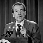 Non si può dimenticare, in questa disamina, Richard Nixon e lo scandalo Watergate, che lo costrinse alle dimissioni nel 1974. Nel suo discorso d'addio il Presidente ammise chiaramente di aver commesso degli errori, ma altrettanto chiaramente si prese il merito di averli commessi nel miglior interesse della Nazione.