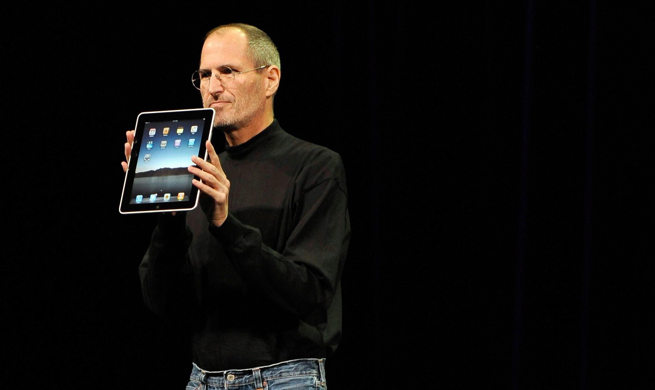 Steve Jobs quando presentò l'iPod, lo teneva in mano mostrandolo al pubblico e catturando la sua curiosità. Spesso un oggetto può essere un punto di riferimento per la platea, da fissare come stella polare mentre il presentatore li guida nella presentazione.