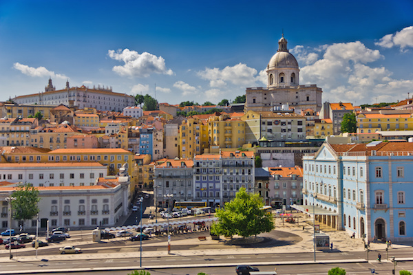 La bellissima Lisbona può vantare temperature davvero accoglienti: 18° di minima e 27° di massima. Con una Lisboa Card da 17,50 € si viaggia gratis per 1 giorno su tutta la rete dei trasporti e si entra gratis in 26 musei cittadini.