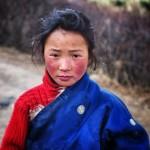 Il ritratto di una ragazza tibetana.