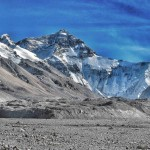 Panorama mozzafiato: l'Everest immortalato dal Tibet.