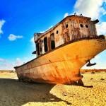 Un relitto di una nave che Chris ha scovato nel Lago d'Aral, in Uzbekistan.