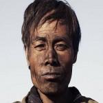 Genere: Documentario / Regista: Zhao Liang  La vita di tutti i giorni di una comunità mongola si trasforma in un viaggio dantesco. Un documentario che offre uno spaccato della società contemporanea e dello sviluppo economico cinese e, al tempo stesso, una tragedia dell'assurdo e un monito all'imprudenza umana.