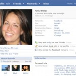 """Anno 2007. La regola è che ogni aggiornamento del profilo inizi con """"is"""", e gli utenti iniziano a parlare di sé stessi in terza persona"""