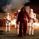 """Dopo gli eventi di """"Il ritorno dello Jedi """", questa volta le forze del bene dovranno fare i conti con un nuovo personaggio malvagio, Kylo Ren ( Adam Driver)."""