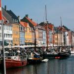 Danimarca - I datori di lavoro danesi fanno della felicità dei propri dipendenti una priorità. Nel tentativo di mantenere il potere in maniera equa, le aziende con oltre 35 dipendenti devono aprire ai dipendenti le porte dei consigli direttivi, dando ai lavoratori gli stessi diritti e poteri di altri amministratori.