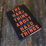 L'autore è il co-fondatore dell'Andreessen Horowitz, la nota azienda statunitense di venture capitals. prima di fondare l'azienda, Ben aveva lavorato presso Netscape, e costruito un Enterprise Software Company, Opsware. The Hard Thing About Hard Things di Ben è di un'onestà disarmante. E' un percorso guidato tra gli alti e bassi che, naturalmente e inevitabilmente, qualsiasi fondatore deve fronteggiare: solo in questo modo l'imprenditore si renderà grande. Il libro è scritto in uno stile narrativo più personale, il che è una buona cosa. Ciò dimostra che nessun fondatore potrà mai sognarsi un grande impatto, senza dover passare attraverso prove e tribolazioni. In definitiva, un tesoro di consigli su quasi tutto quello che dovete fare per costruire una società di classe mondiale - agire e pensare come un leader, la misurazione delle prestazioni, e concentrandosi sui prodotti.