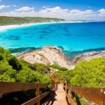 Alcune delle più belle spiagge e baie del mondo, dove ci si può avvicinare ai delfini e concludere la giornata con una degustazione di vini di classe mondiale della zona, frutti di mare e tartufi.