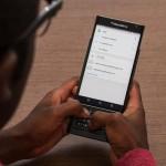 Il software per la privacy di BlackBerry, DTEK, mostra intelligentemente i dettagli circa la sicurezza e ciò che le applicazioni stanno facendo. Il piccolo widget di slide-in sul lato è più intelligente di quello che la Samsung ha ideato per il suo Galaxy S6 Edge. È possibile scorrere verso l'alto dal tasto home per ottenere l'accesso a tre diverse applicazioni. Poi c'è il BlackBerry Hub, che dovrebbe essere una soluzione unica, in tutti i sensi, per le vostre e-mail, messaggi BB , SMS , tweet e le chiamate. L'idea di una super potente e personalizzabile app di messaggistica è davvero intelligente, ma anche molto difficile.