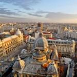 """La linea che divide la sobrietà economica dalla """"pezzenteria"""" è molto sottile e alcuni viaggiatori sanno camminare su questa linea con la stessa grazia di un equilibrista sulla corda tesa. Se è vero che in vacanza ogni centesimo risparmiato è un centesimo guadagnato, loro schivano le trappole per turisti come un moderno Indiana Jones. La città che fa per loro è Bucarest, la capitale più economica d'Europa. Detta anche """"La piccola Parigi"""", questa città merita una visita a prescindere dalla dimensione del portafogli."""