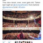 Al teatro Bataclan si è verificato l'attacco più sanguinario. Sulla Rete circola una presunta foto del concerto degli Eagles of Death Metal che sarebbe stata scattata poco prima dell'assalto. In realtà, come dichiarato anche dalla band, si tratta di un'immagine di un recente concerto all'Olympia Theatre di Dublino .