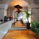 Sempre a Trastevere, un indirizzo storico della capitale perfetto anche per tavolate numerose. Gli ambienti sono estremamente suggestivi ed eleganti, il cibo è freschissimo e preparato sempre al momento e il menù è estremamente ricco e variegato.