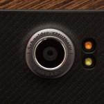 Il Priv dispone di un sensore da 18 megapixel che dà risultati che non sono eguagliano la qualità degli scatti che si ottengono da altri telefoni di alto livello, ma sono un gradino sopra quello che i telefoni Android a buon mercato possono offrire. Anche in condizioni di scarsa luminosità, la fotocamera del Priv surclassato le aspettative dei più. Questo potrebbe essere la migliore fotocamera BlackBerry mai vista prima. Purtroppo però è molto lenta - soprattutto in modalità HDR.