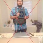 Giubbotto esplosivo addosso e Corano fra le mani: la foto di un presunto kamikaze sta facendo il giro del web. Peccato che sia un fotomontaggio. Nella versione originale, il malcapitato vittima della trovata non aveva il giubbotto e fra le mani aveva un iPad.