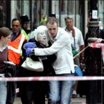 Il 7 Luglio 2005, a Londra, 4 attentati terroristici in metropolitana e poi su un bus (tra le 8:49 e le 9:57, ora inglese) provocano 56 morti (inclusi 4 kamikaze) e circa 700 feriti.  Nella prima mattina una bomba esplode nella metropolitana alla stazione di Aldgate. Inizia una sequenza di morte: due minuti dopo un'altra bomba in metropolitana a Edgware road e, di seguito, una bomba a King's cross. Un'ora dopo, un bus a due piani salta in aria a Russel square. Il terrorismo internazionale colpisce l'Inghilterra nel giorno di apertura in Scozia del summit dei G8. Della strage fu accusata Al Qaeda, ma secondo alcuni investigatori potrebbe anche essersi trattato di un'altra cellula islamica indipendente.