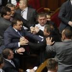 L'anno scorso all'interno del parlamento ucraino scoppia il caos nel corso di un dibattito sui diritti di voto.